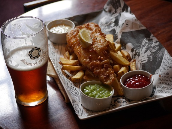 Cerveza con fish and chips